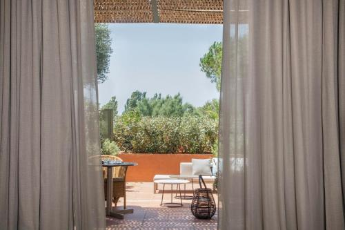 Suite Junior con terraza Hotel Peralada Wine Spa & Golf 2
