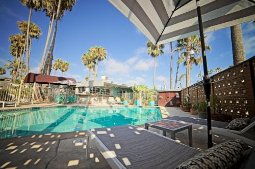 Hotels vacation rentals near 2525 bacon st san diego ca for Cheap cabin rentals southern california
