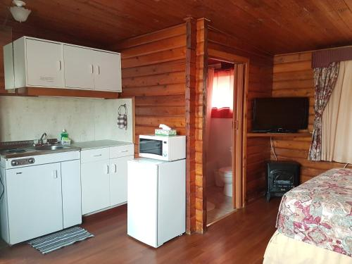 Flamingo Motel - Cranbrook, BC V1C4W7