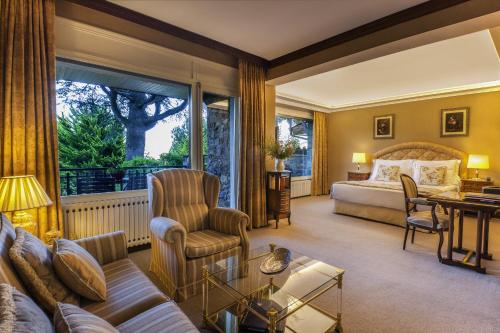 Suite Junior con balcón El Castell De Ciutat - Relais & Chateaux 1