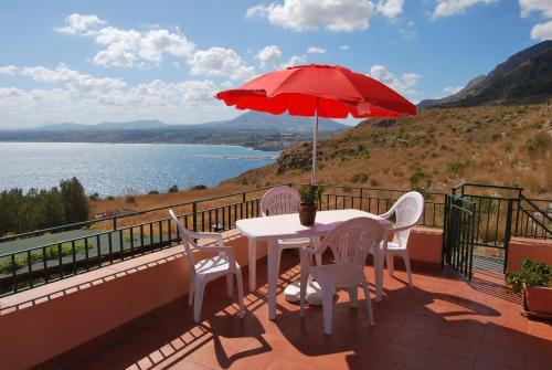 Casa Vacanze La Terrazza Sul Golfo, Castellammare del Golfo Best ...