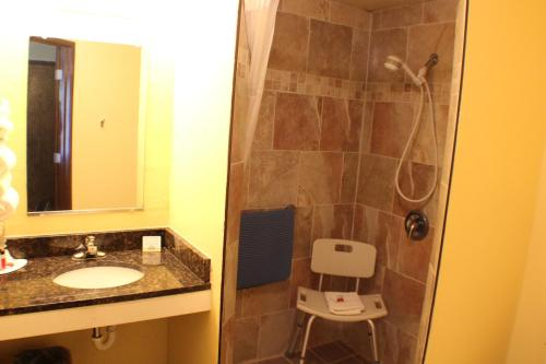 Days Inn By Wyndham Sioux Falls - Sioux Falls, SD 57106