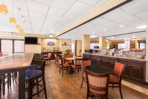 Rome Inn And Suites - Rome, GA 30161