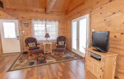 Newton Creek Cabin - Hill City, SD 57745