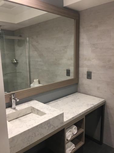 Avenue Hotel - Los Angeles, CA 90004