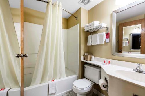 Econo Lodge Inn and Suites Photo