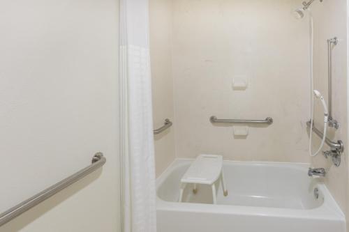 Baymont Inn and Suites Orangeburg Photo