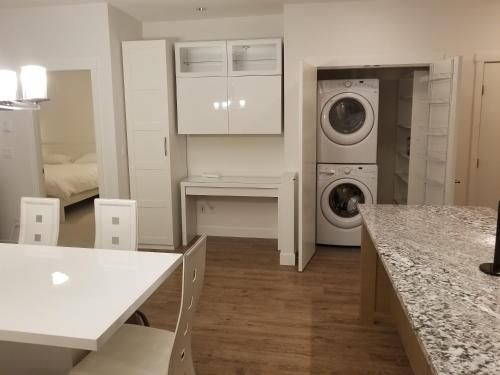 2 Bedroom Suite Apartment - Surrey, BC V4P 1H1