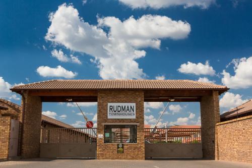Rudman Townhouses - Family Apartment