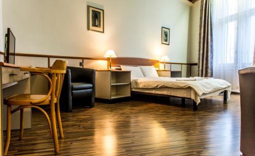 Korona Hotel, Nyíregyháza, Magyarország. Szobafoglalás.