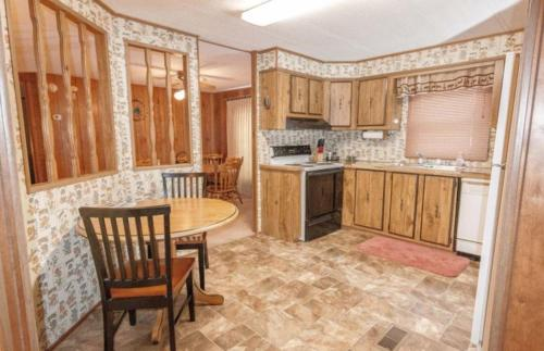 Dakota Pines Hideaway - Custer, SD 57730