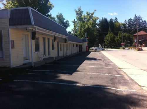 Bracebridge Inn - Bracebridge, ON P1L2B7