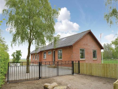 Three-bedroom Holiday Home In Hojer