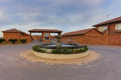 Rudman Townhouses - East Rand Near Or Tambo Airport
