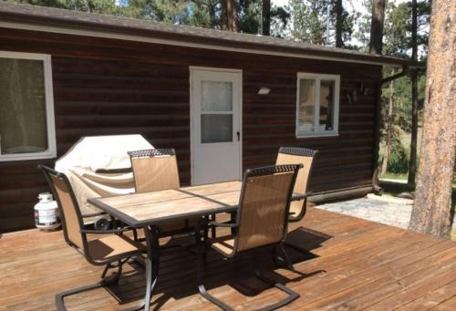 Lazy Pines Cabin - Rapid City, SD 57702