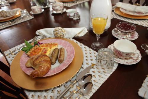 Deacon Timothy Pratt Bed & Breakfast - Old Saybrook, CT 06475