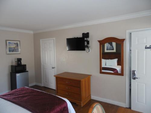 Hi-Way Host Motel Photo