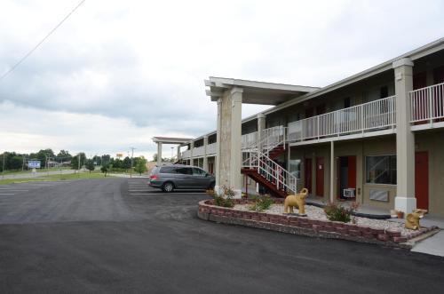 Big Spring Inn Madisonville Photo