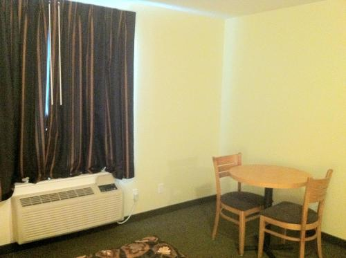 Circle 6 Motel - Weyburn, SK S4H 2H5