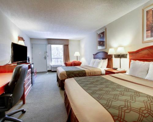 Econo Lodge Inn & Suites Gulfport Photo