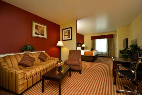 Comfort Suites Bay City - Bay City, TX 77414