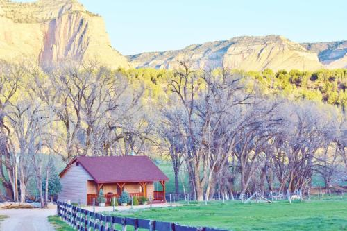 Top Hotel Deals Near Temple Of Sinawava Zion National Park Arrowhead Country Inn And Cabins