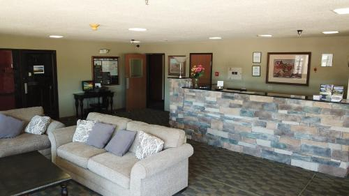 Prairie Inn - Vermillion, SD 57069
