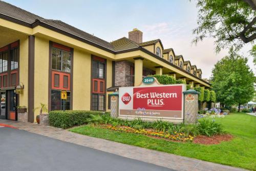 Best Western Plus Raffles Inn & Suites Photo