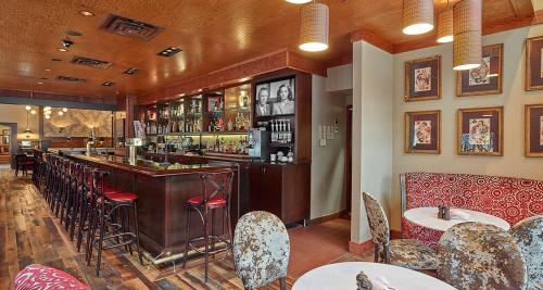Best Western Plus The Normandy Inn & Suites Photo