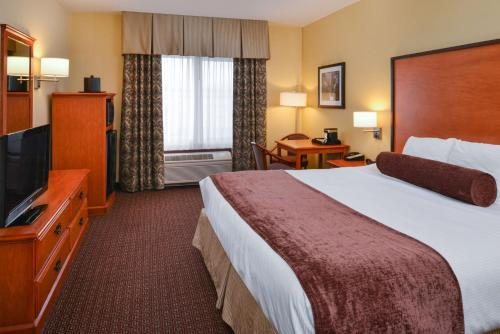 Best Western PLUS Cascade Inn & Suites Photo
