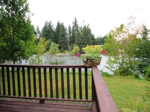 Riverbank B&b - Campbell River, BC V9W 4N7