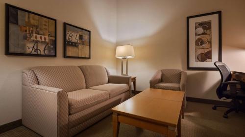 Best Western Plus Orangeville Inn & Suites Photo
