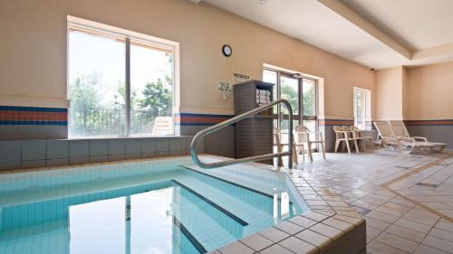 Best Western Plus Burlington Inn & Suites Photo