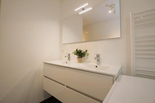 White Moon Apartment photo 120