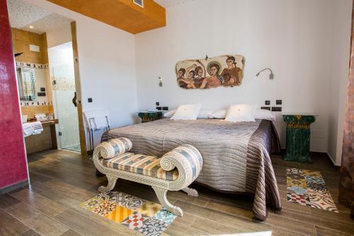 Habitación Doble con cama supletoria  Hotel el Lagar de Isilla 7