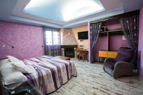 Habitación Doble con cama supletoria  Hotel el Lagar de Isilla 8