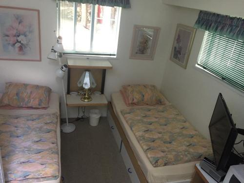 Alpine Guestroom - Whistler, BC V0N 1B8