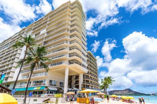Waikiki Shore 305 (beachfront/balcony) - Honolulu, HI 96815