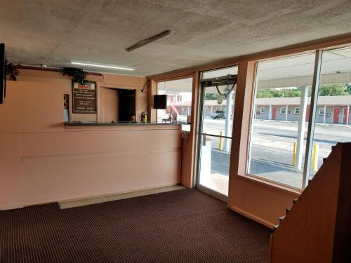 Royal Inn - Elizabethtown, KY 42701