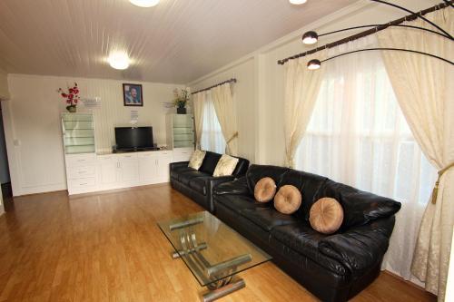 2 Bedroom Hawaii Kai House