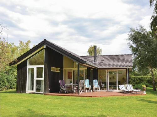 Three-bedroom Holiday Home In Dronningmolle