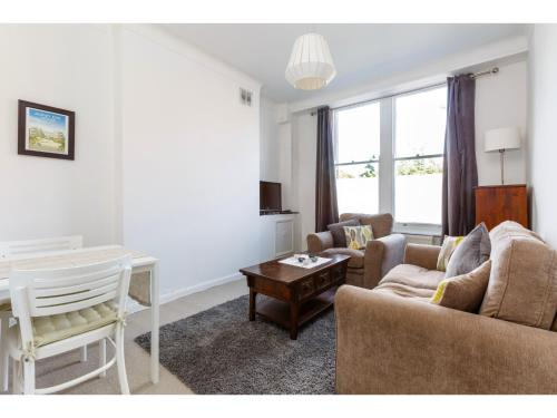 Attractive 2bedroom Flat in Trendy London Sleeps 4 photo 2