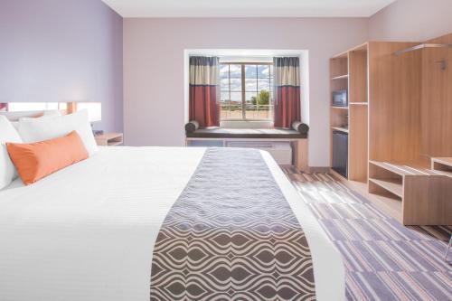 Microtel Inn & Suites by Wyndham Cuauhtemoc Photo
