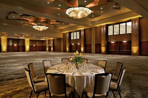 The Phoenician, a Luxury Collection Resort, Scottsdale Photo