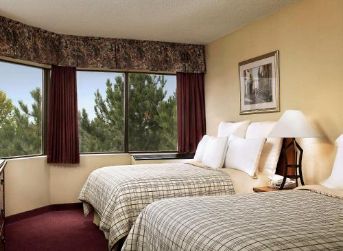 Four Points By Sheraton St. Catharines Niagara Suites - Thorold, ON L2V 4Y6
