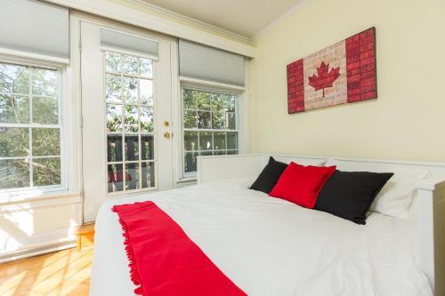 Applewood Suites - 2 Bdrm Annex Loft - Toronto, ON M5S 2R1
