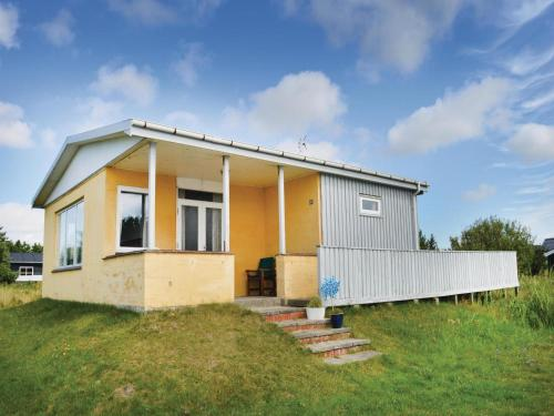 Three-Bedroom Holiday home with a Fireplace in Rømø