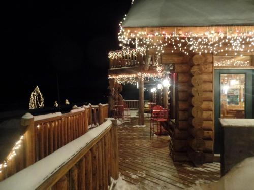 Hawk's Nest Lodge - West Forks, ME 04985