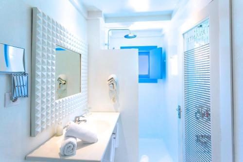Habitación Doble con vistas laterales al mar AVANTI Lifestyle Hotel - Only Adults 9