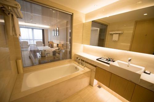 Suzhou Sun Plaza Hotel photo 49